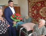 Депутат Сергей Жуков поздравил жительницу жилмассива Тополь-1 со столетним юбилеем