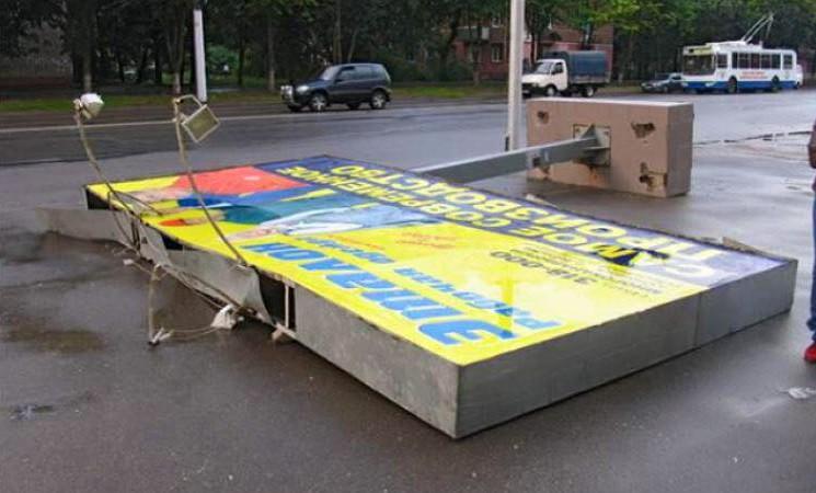 Перед выборами, чиновники решили демонтировать массу вывесок в городе